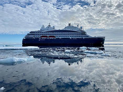 At sea along Spitsbergen